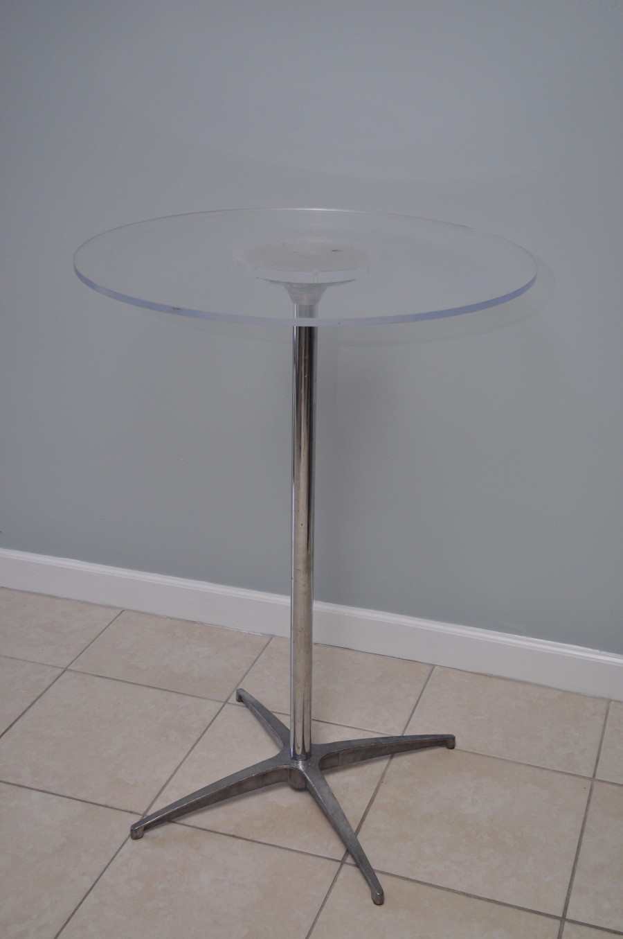 Charmant Acrylic Cocktail Table 900x1355